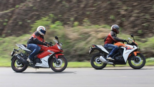 So Sanh Yamaha YZFR15 doi dau Honda CBR150R - 4
