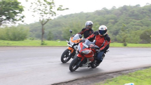 So Sanh Yamaha YZFR15 doi dau Honda CBR150R - 5