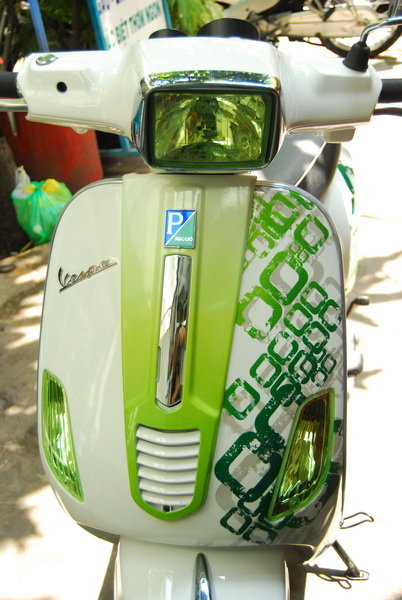 Vespa S green camon cua Saigon Air Brush