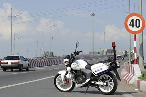 Benelli 200 Thuong Hieu xe Y cho Canh Sat Viet Nam - 3