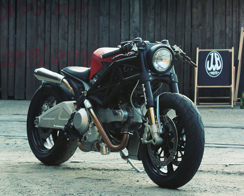 Ducati Monster 1100 la lam