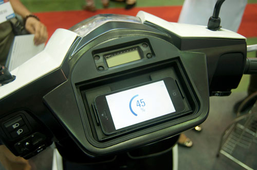 Scooter dien ket noi iPhone gia 4500 USD tai Nhat - 2