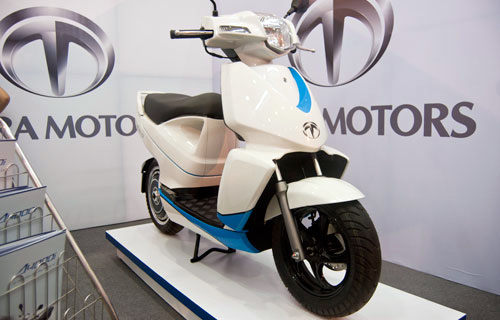 Scooter dien ket noi iPhone gia 4500 USD tai Nhat