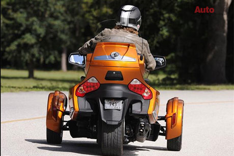 CanAm Spyder RT 2014 co gia khoang 22999 USD - 4