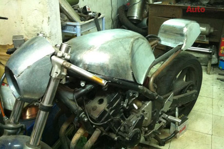 Honda GL400 do Cafe racer doc dao tai Viet Nam - 2
