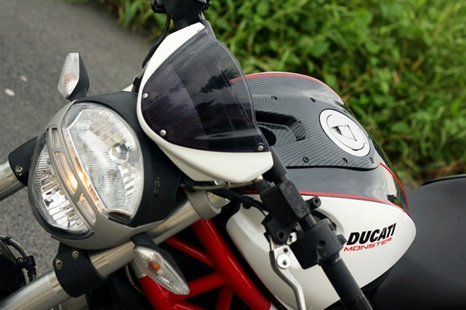 Ve dep Ducati Monster do hoa van carbon o Sai Gon - 3