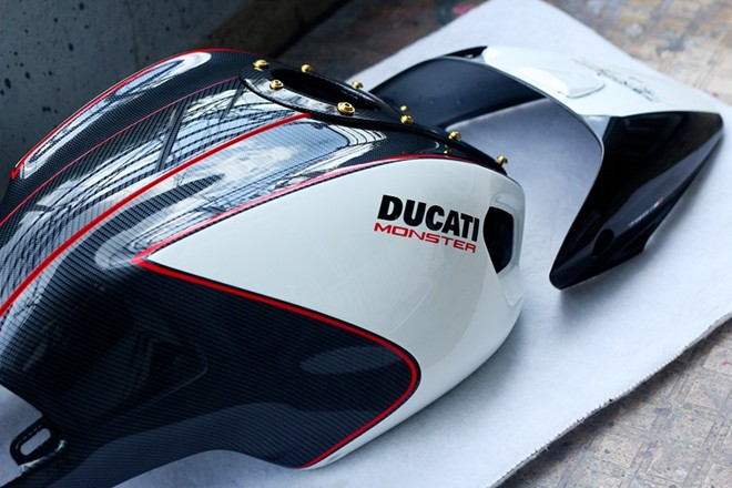 Ve dep Ducati Monster do hoa van carbon o Sai Gon - 4
