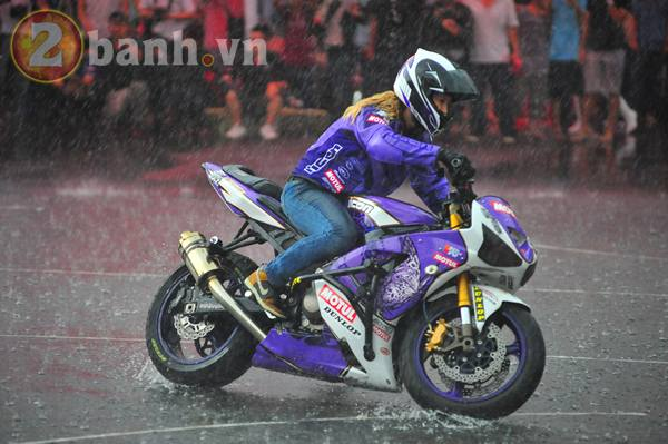 2010 ngam nu stunter Leah Petersen boc dau mo to - 10