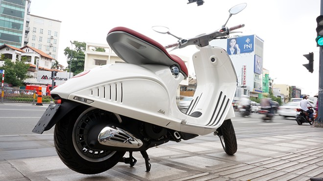 Can canh Vespa 946 moi ve Viet Nam - 11