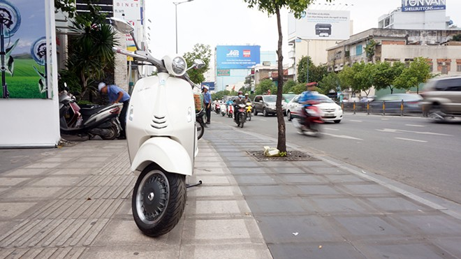 Can canh Vespa 946 moi ve Viet Nam - 10