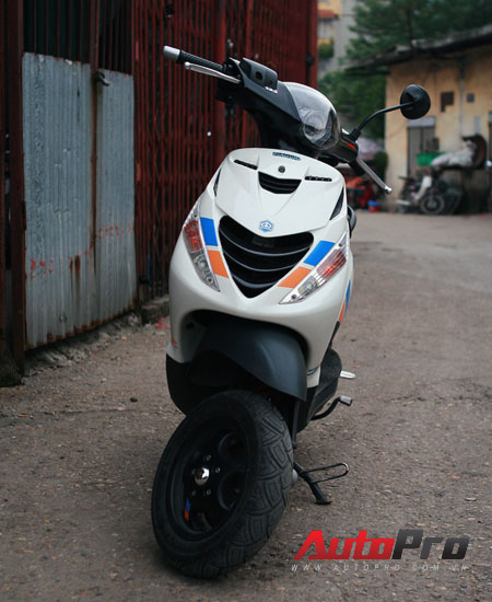 Cung ngam Piaggio Zip 125 phien ban do SP RS - 14