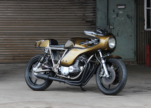 Sportbike phong cach road racing voi dong co Z1000