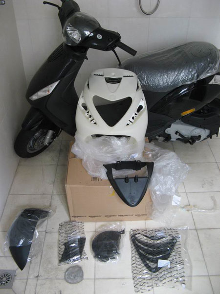 Cung ngam Piaggio Zip 125 phien ban do SP RS - 16