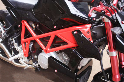 Yamaha Vixion tao hinh voi phong cach Ducati Streetfighter - 2