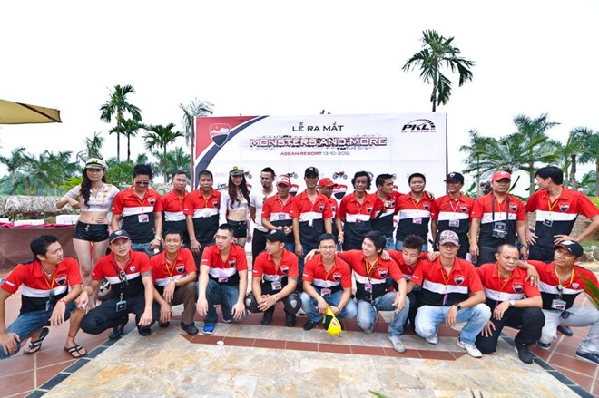 Gap go CLB Ducati monster o Ha Noi