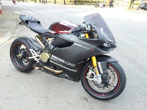 Ducati 1199 Panigale S ABS do carbon tien ty o Ha Noi