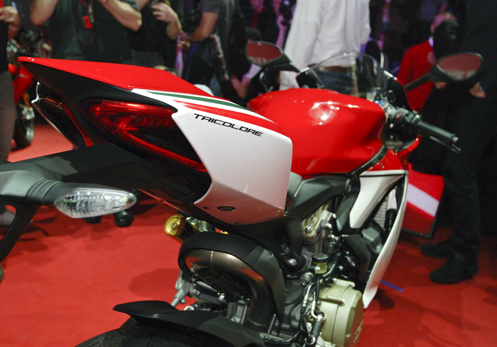 Ducati 1199 S Panigale Tricolore Co may sieu long moi con tim - 4