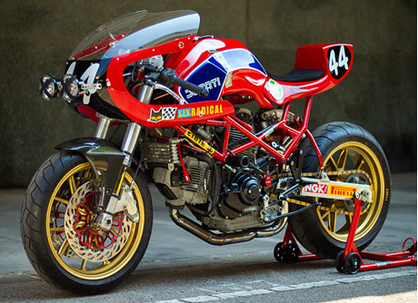Ducati Monster M900 phong cach sportbike