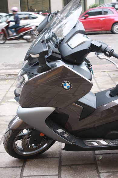 BMW dua ve Viet Nam mau scooter C650GT - 8