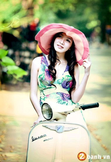 Vespa do net quyen ru cung Hot girl - 8