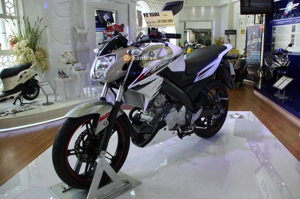 Xem tan mat FZ150i tai showroom - 36