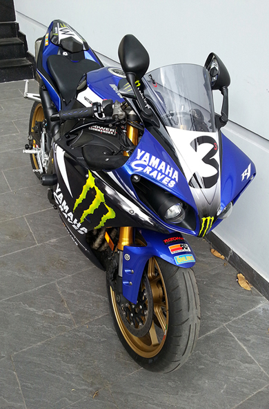 Yamaha R1 do phong cach Monster - 6