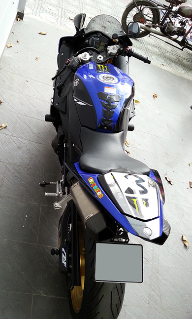 Yamaha R1 do phong cach Monster - 7