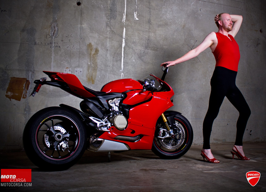 Anh hot girl VS Ducati 1199 - 6