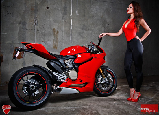 Anh hot girl VS Ducati 1199 - 3