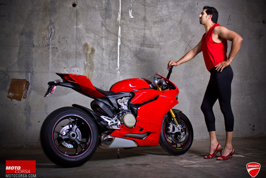Anh hot girl VS Ducati 1199 - 4