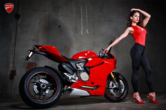 Anh hot girl VS Ducati 1199 - 5