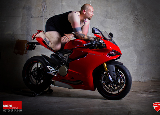 Anh hot girl VS Ducati 1199 - 8