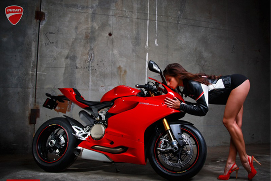 Anh hot girl VS Ducati 1199 - 15