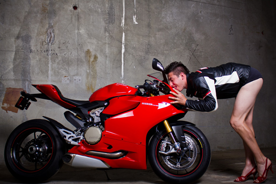 Anh hot girl VS Ducati 1199 - 16