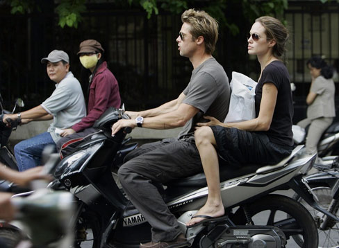 Brad Pitt tin do dam me moto do - 2
