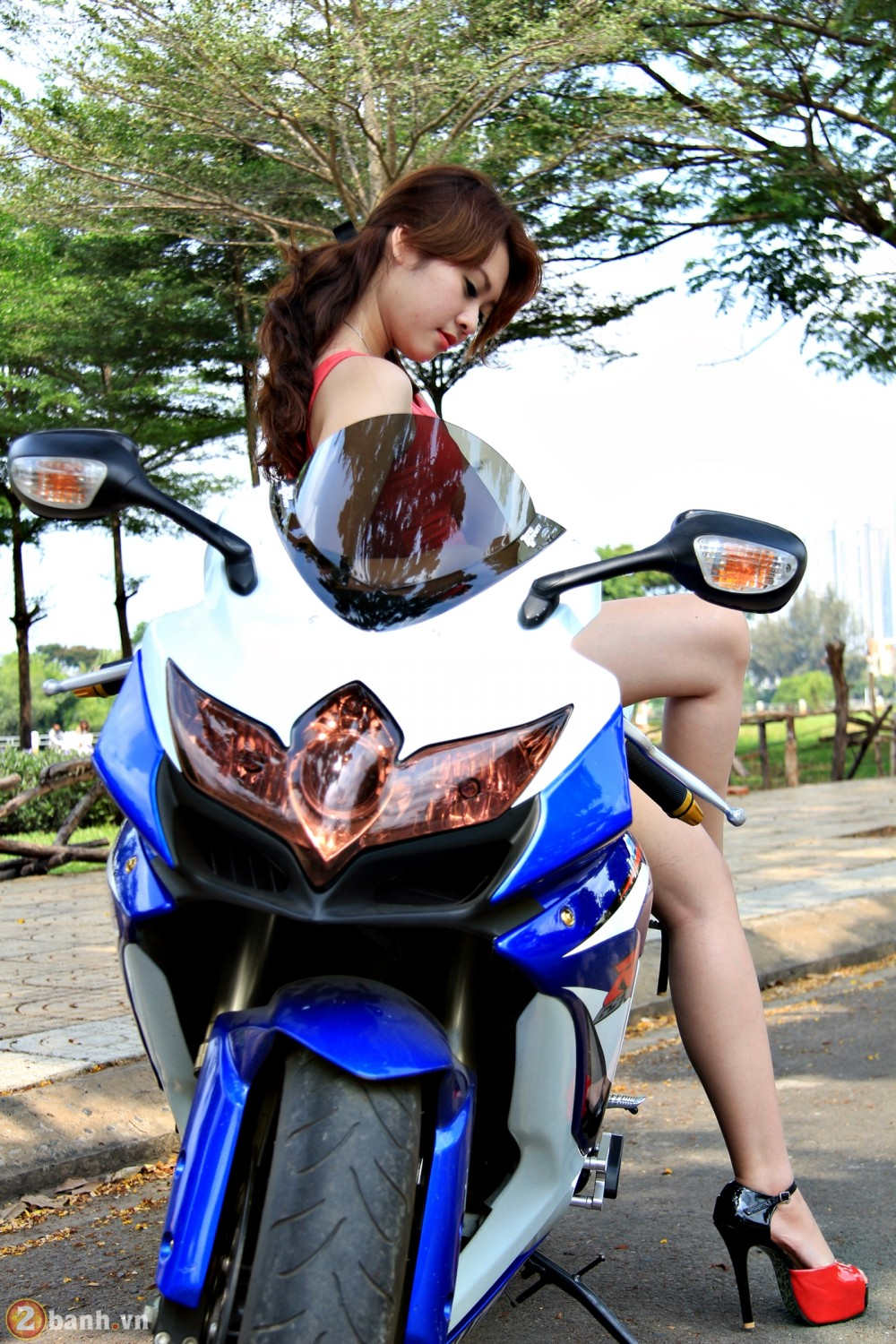 Suzuki GSX 600 do body cung chan dai - 11