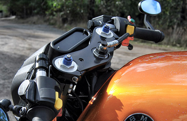 BMW K100RS The Hornet hien dai va co dien cung Cafe racer - 5