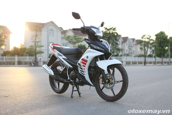 Can canh Yamaha Exciter RC 2014 voi bo tem moi