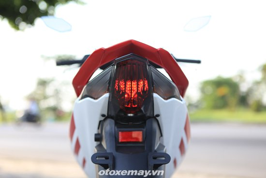 Can canh Yamaha Exciter RC 2014 voi bo tem moi - 10