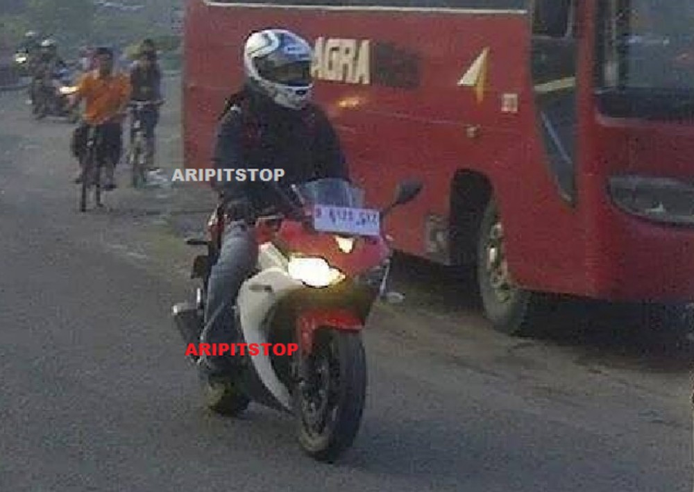 Ghe that Yamaha R25 co the dat 195 kmh - 5