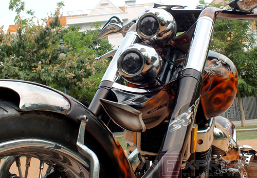 Suzuki Intruder co may moi cua Ghost Rider - 3