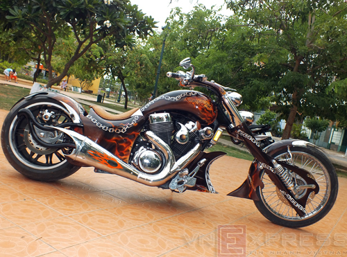 Suzuki Intruder co may moi cua Ghost Rider - 4