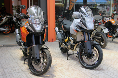 Can canh cap doi KTM 1190 Adventure 2014 tai Viet Nam