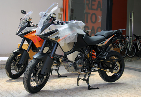Can canh cap doi KTM 1190 Adventure 2014 tai Viet Nam - 2