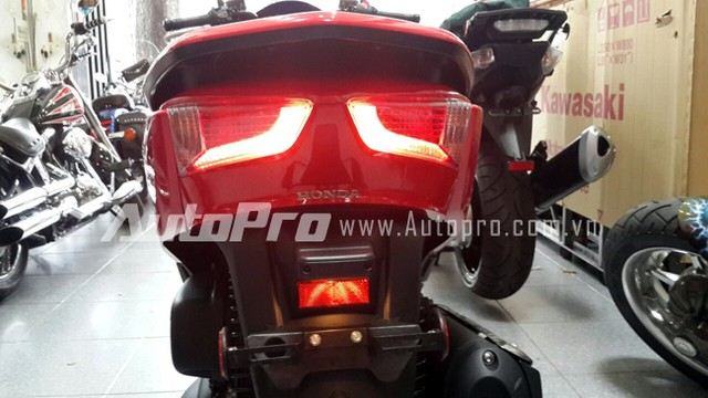 Can canh Honda Forza 300 2014 vua ve den Ha Noi - 6