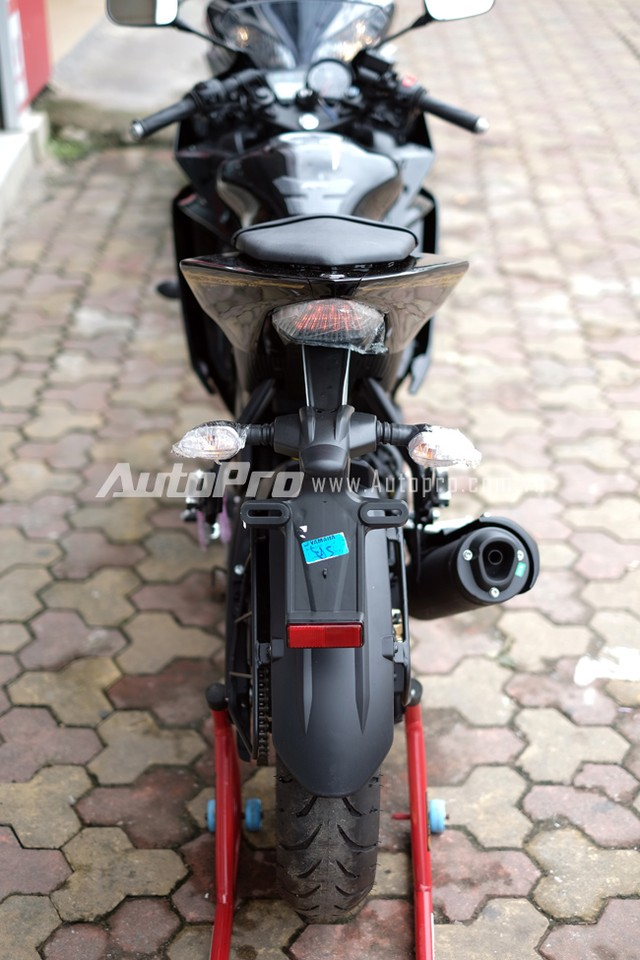 Can canh Yamaha R15 Special Edition tai Viet Nam - 4