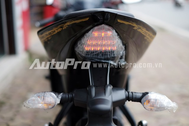 Can canh Yamaha R15 Special Edition tai Viet Nam - 13