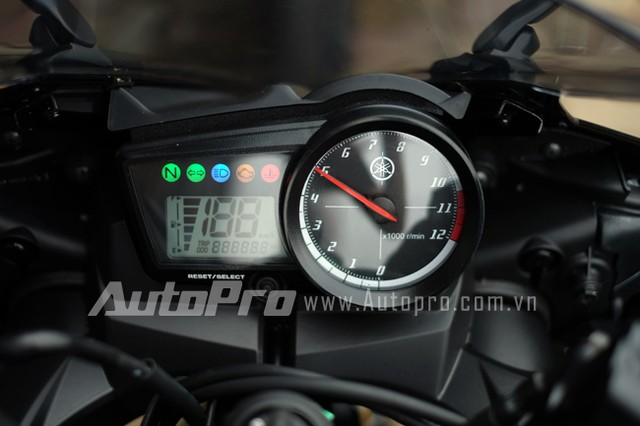 Can canh Yamaha R15 Special Edition tai Viet Nam - 18
