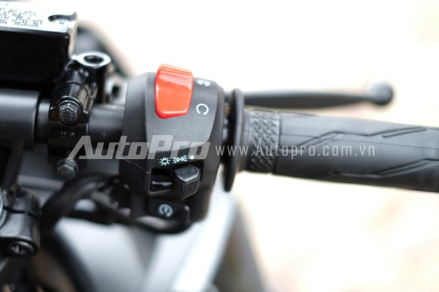 Can canh Yamaha R15 Special Edition tai Viet Nam - 19