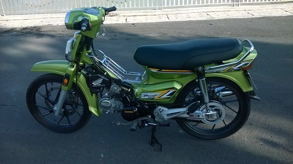 Honda Dream xanh Z1000 chay day curoa